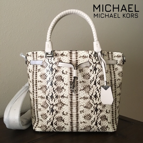 f4067ad79aafbc MICHAEL Michael Kors Bags | Michael Kors Blakely Medium Bucket Bag ...